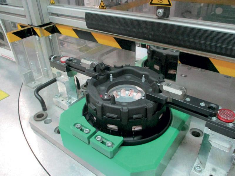 Assemblaggio dell'intero modulo airbag con la parte realizzata in stampa 3D e nel materiale composito Windform® SP.