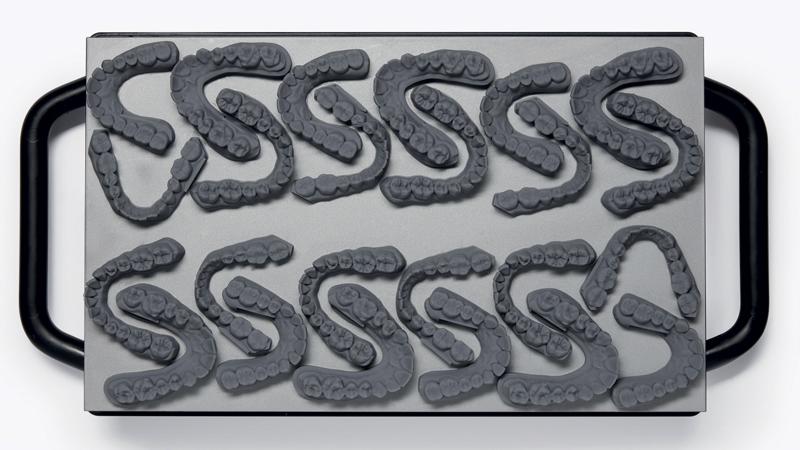 La stampante 3D Form 3BL è ottimizzata per materiali biocompatibili da utilizzare in ambito medico e odontoiatrico.