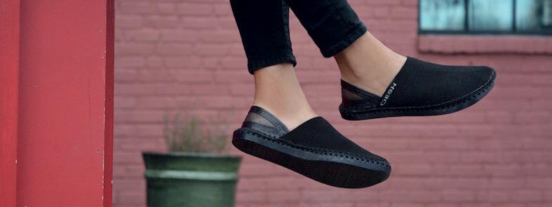 Scarpe a marchio OESH Shoes.