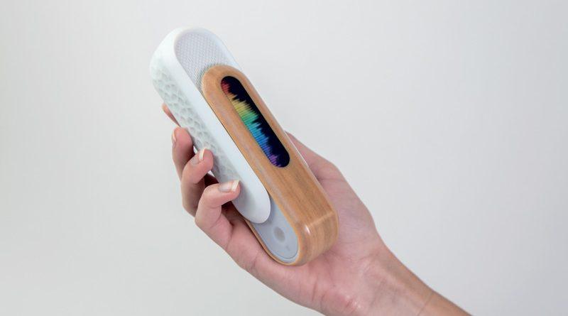 Modello di altoparlante Bluetooth con simulazione di texture avanzate come quella del legno. Prodotto da Priority Designs con la stampante 3D J55 di Stratasys utilizzando KeyShot 10.