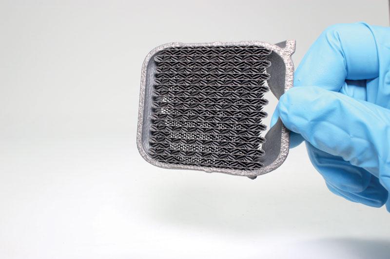 Sezione trasversale di uno scambiatore di calore stampato in 3D.