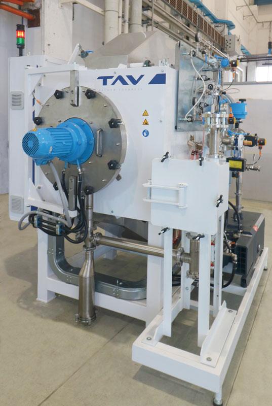 L'impianto da deceratura del laboratorio R&S di TAV VACUUM FURNACES è in grado di asportare il polimero e condensarlo in specifiche trappole evitando contaminazioni della camera termica e dei campioni nelle successive fasi di lavorazione.