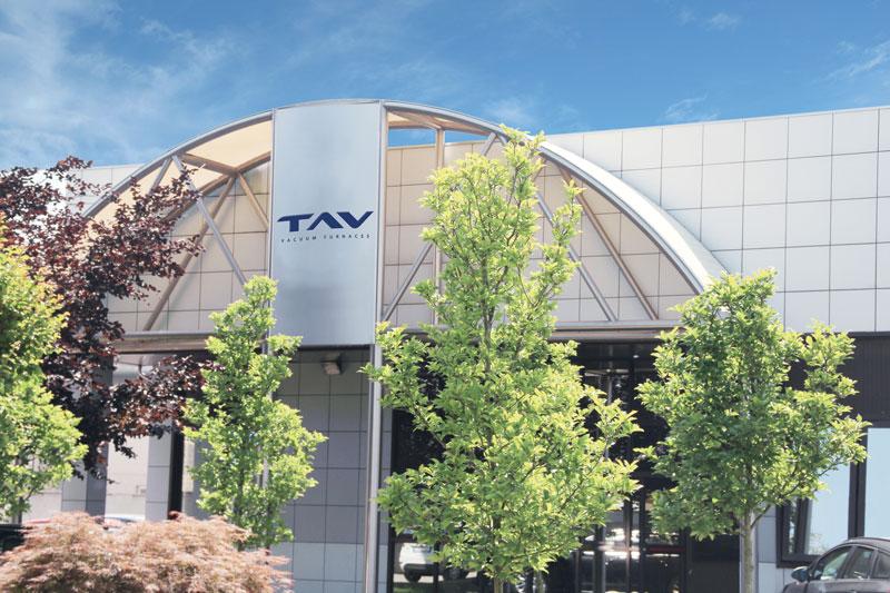 TAV VACUUM FURNACES, industria ad alta specializzazione ingegneristica, dal 1984 opera a livello mondiale nella produzione di forni a vuoto per l'industria e la ricerca. Ha sede a Caravaggio (BG).