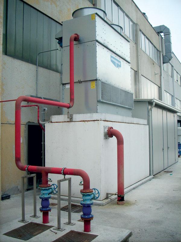 The cooling tower installed at the MAK foundry in Giussago (Brescia), which guarantees 50 m3/hour of cooling water La torre di raffreddamento installata presso la fonderia MAK di Giussago(Brescia), che garantisce 50 m3/ora di acqua di raffreddamento