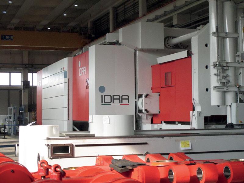 Durante il funzionamento, la pressa è sigillata in una copertura che impedisce la dispersione nell'ambiente circostante di fumi e polveri