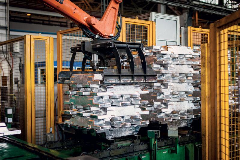 Lingotti di alluminio primario presso lo smelter Rusal di Boguchansky (BoAZ), nella regione di Krasnoyarsk