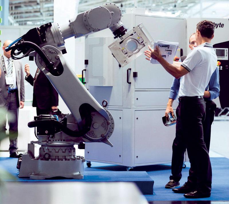 I laboratori laser specializzati Comau sono stati dotati di robot NJ-220, in grado di lavorare simultaneamente e su diversi tipi di applicazione.