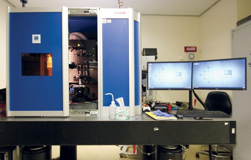 Postazione di microlavorazione laser al femtosecondo.
