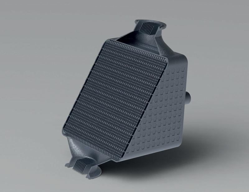 7. Esempio di scambiatori di calore in materiali diversi a seconda dell'applicazione specifica: acciaio inossidabile per il comparto petrolchimico, scalmalloy per i settori aeronautico e aerospaziale, titanio per la nautica.