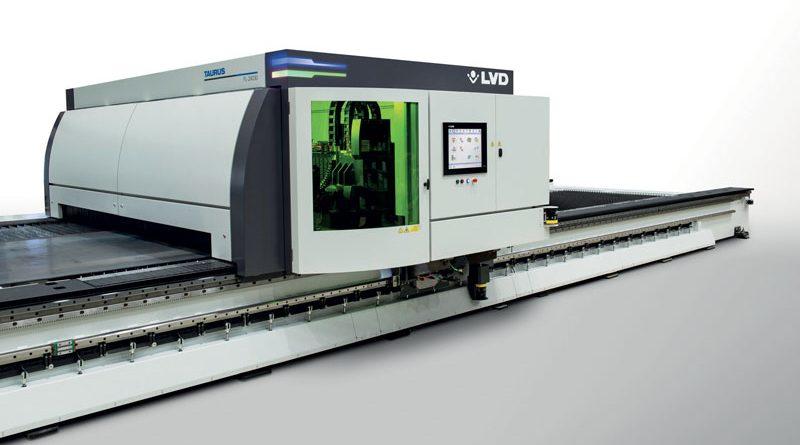 Taurus FL è una nuova macchina per il taglio laser in fibra con struttura a portale di grande formato.