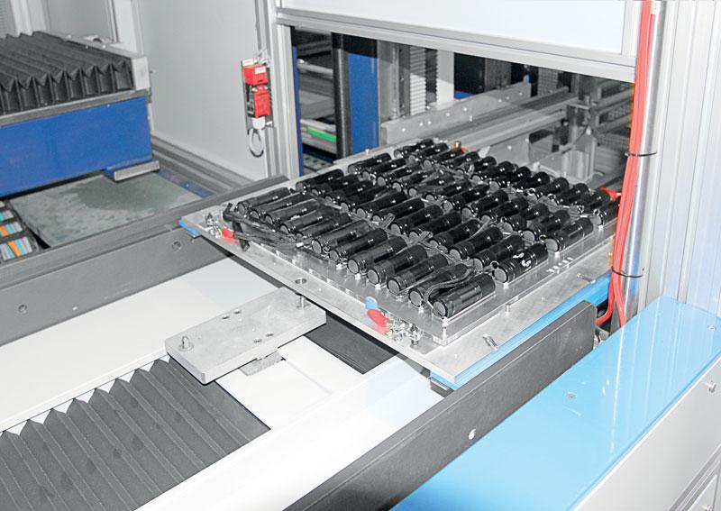 I magazzini indipendenti sono dotati di un sistema CNC integrato e possono lavorare indipendentemente dall'unità di marcatura.