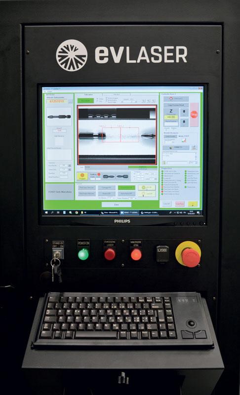 Il software di gestione macchina permette il controllo di tutti i parametri coinvolti nel processo, da quelli laser alla gestione del binomio tramoggia/vibratore fino al sistema di visione.