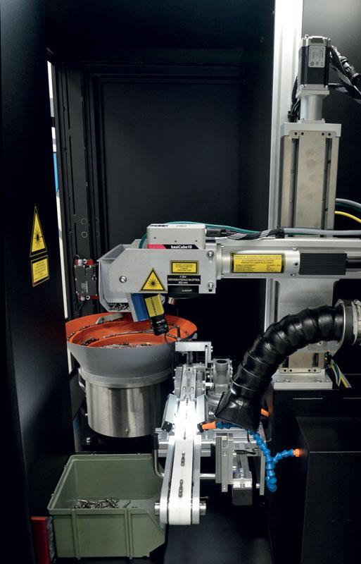 Il sistema automatico di marcatura laser per inserti realizzato da EVLaser per conto di Krino.