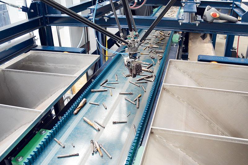 L'impianto pilota per il riciclaggio basato sul laser, che è stato creato nel progetto PLUS, è adatto alla lavorazione automatica degli acciai ad alta velocità (HSS), per esempio.