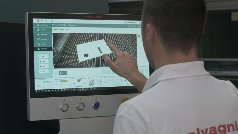 SVS permette di riutilizzare gli spezzoni di lamiera ricavandone un dxf da utilizzare come formato di partenza per nestare nuovi pezzi da tagliare direttamente a bordo macchina.