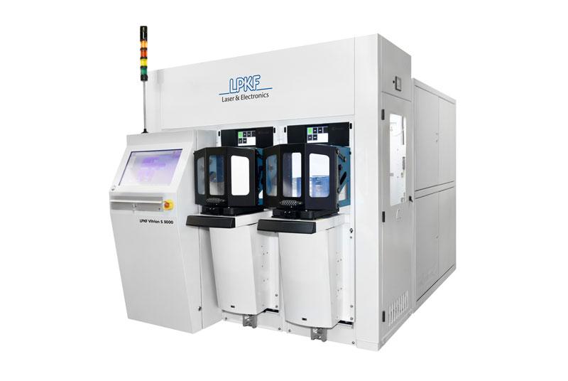 Una macchina Vitrion LPKF per la lavorazione laser del vetro sottile.
