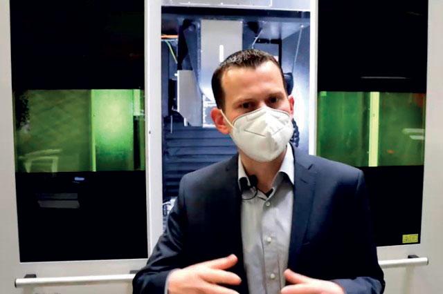 Per la prima volta, le dimostrazioni dei laboratori laser sono state trasmesse in diretta durante quattro tour. Nella foto: L'esperto Dr. Johannes Finger presenta il processo multi-beam.