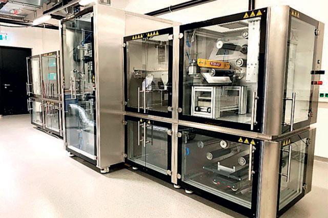 A partire dall'estate 2021, i processi laser per la produzione di batterie saranno studiati al Fraunhofer ILT in un centro dedicato alle batterie. Nella foto: un impianto roll-to-roll.