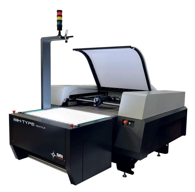 H-Type Conveyor è adatto al taglio di tessuti naturali e tecnici in rotolo anche colorati e stampati con una larghezza massima di 1.000 mm.