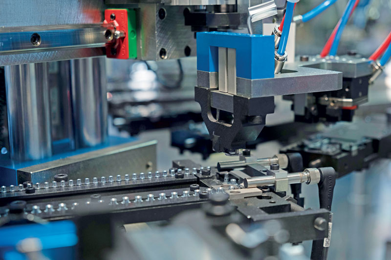 Some machines that make up the entire system for the assembly of drawer sides, able to assemble 1,400 pieces/hour.