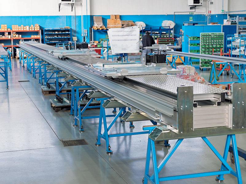 La gamma Rollon è realizzata con profili di alluminio estruso, assemblati con traversine di connessione per conferire la massima rigidezza al sistema.
