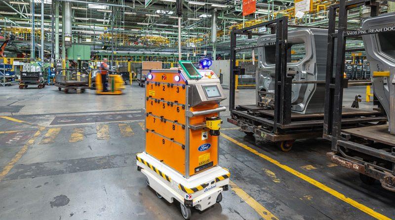 Gli AMR consentono di automatizzare qualsiasi processo che richieda il trasporto sicuro all'interno di un magazzino o tra magazzino e impianto di produzione