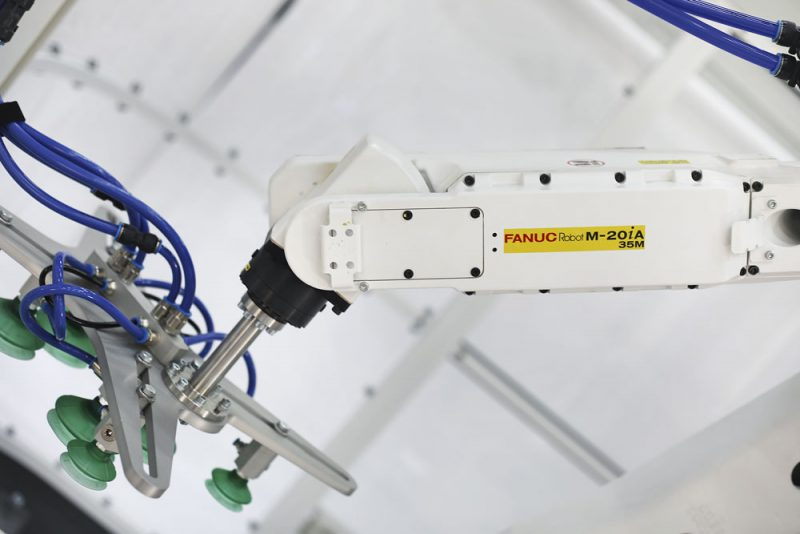 RI20 is a semi-open palletizing cell with an industrial robot arm