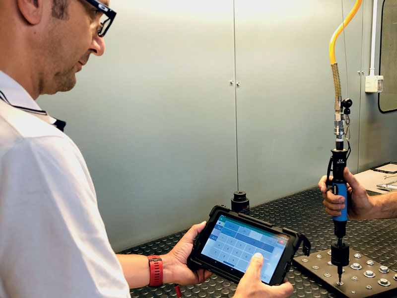 During assembly, it is possible to monitor torque and angle in real time by displaying data and graphs on a tablet.