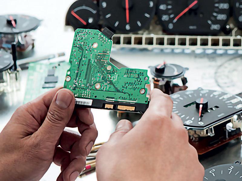 La fabbricazione dei componenti automobilistici più recenti dipende dall'efficacia dell'automazione robotica.