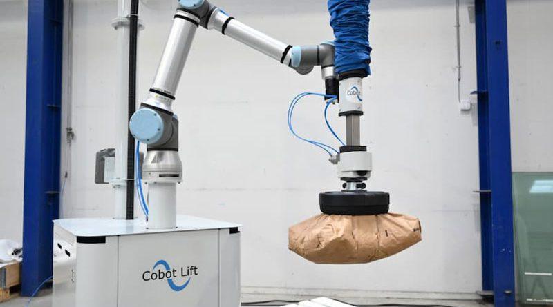 La soluzione di Cobot Lift consente di incrementare il playload fino a 45 kg.