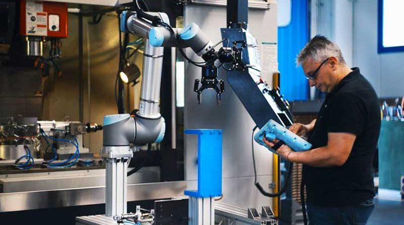 """Il webinar di Universal Robots """"Cobot e PLC: quando conviene usare i PLC e come connetterli"""" si terrà il 20 gennaio 2021."""