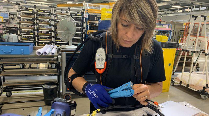 Il guanto robotico Ironhand di BioServo aiuta a compensare la differenza di forza prensile tra donne e uomini.
