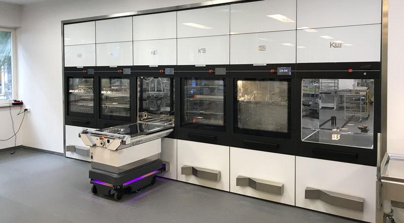 AL10 è un centro di sterilizzazione automatico che rende più ergonomico il lavoro degli operatori.