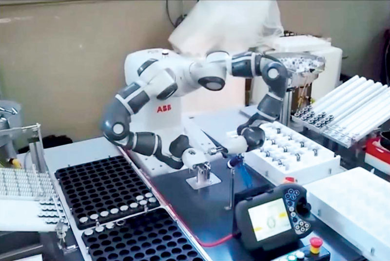 Collaborative cell with YuMi robots. ©ABB