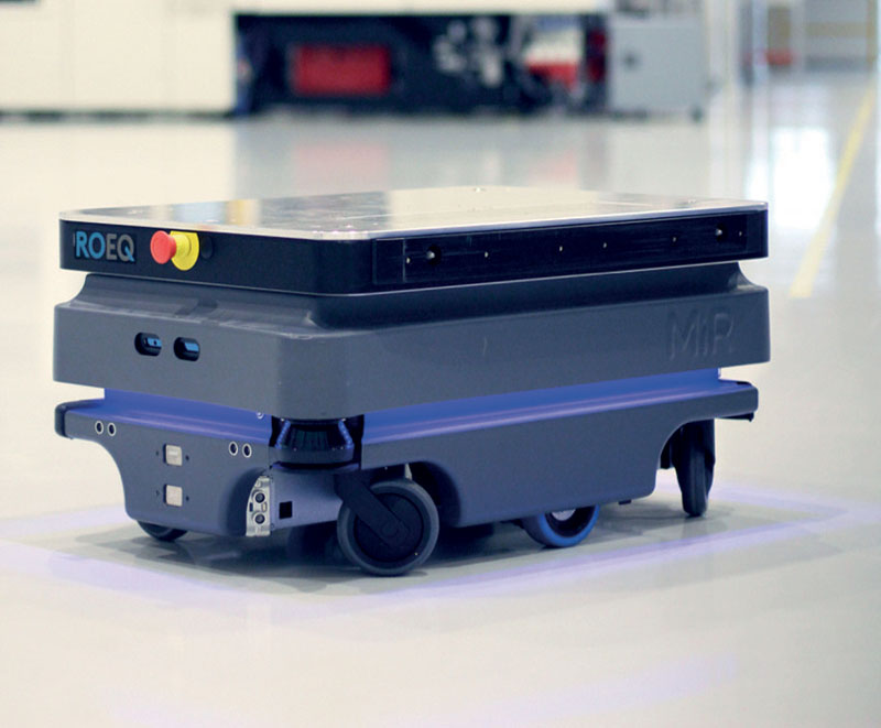 The removable cart is a module designed for MiR mobile robots by ROEQ, enabling easy manipulation with transported loads.