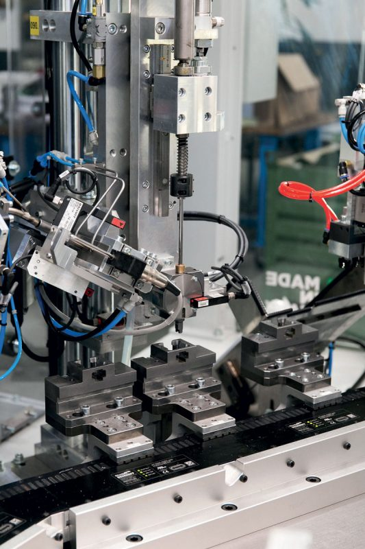 Multiple product models can be handled on the same machine with smaller batches.