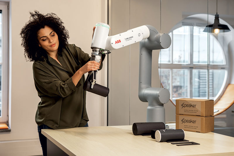GoFa gives users the advantage of a slim, compact and portable cobot.