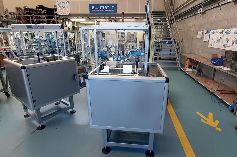 Impianto per l'assemblaggio automatico di maniglie.