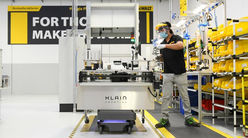 DeWalt ha installato i robot mobili MiR200 nel suo stabilimento di Perugia.