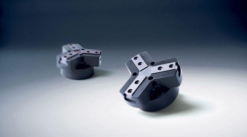 Le pinze a 3 griffe consentono una migliore presa con i componenti di forma circolare.