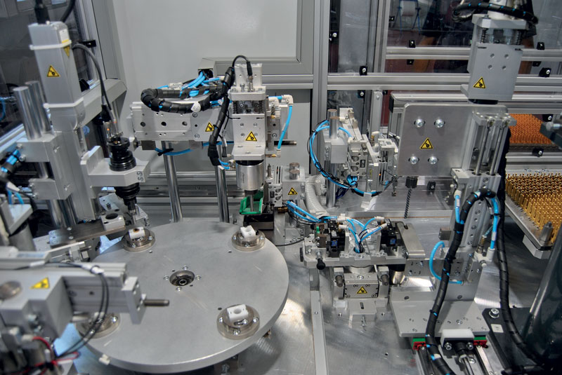 One of the focuses of TMP Engineering is the construction of semi-automatic and automatic rotary table machines.