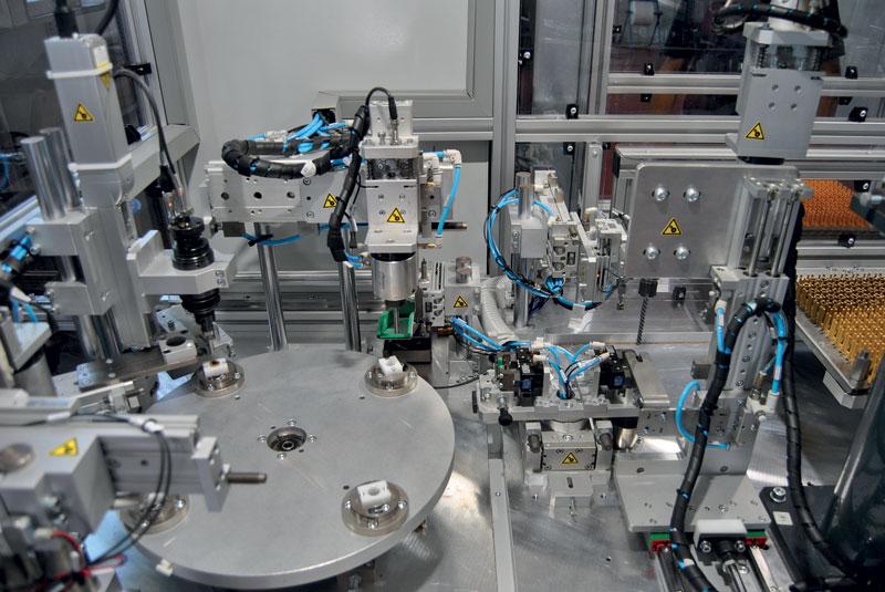 Tra i focus di TMP Engineering c'è la costruzione di macchine semiautomatiche e automatiche a tavola rotante.