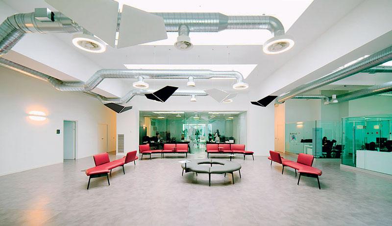 Nel 2019, iMAGE S ha inaugurato la nuova sede, costruita con un occhio attento alla sostenibilità ambientale e al benessere dei lavoratori.
