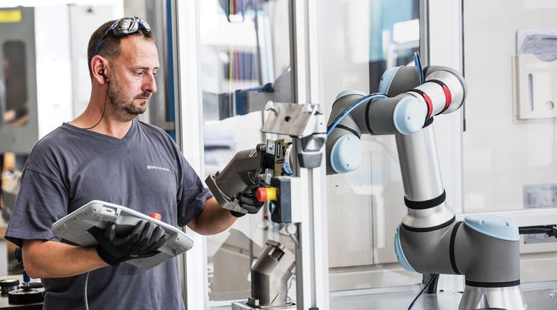 Un cobot nello stabilimento Ford in Romania.