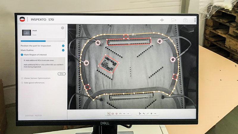 Le mascherine FFP2 visualizzate sullo schermo di Inspekto S70.