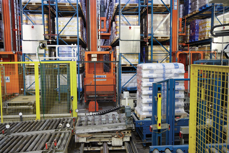 The conveyor is loaded with pallets by a cross conveyor.