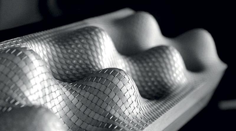 Un esempio di piastra in materiale 1.2738 TSHH con una profonda texture laser.