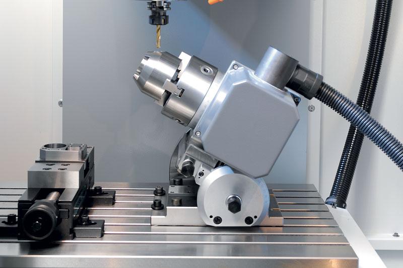 La macchina può essere equipaggiata con un divisore Fehlmann per la lavorazione su quattro assi.