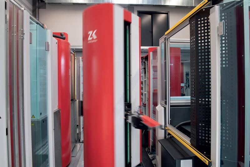 Le macchine di misura ZEISS CONTURA e ZEISS DuraMax eseguono misurazioni di alta precisione direttamente in officina. Tutti gli operatori del sistema possono anche misurare l'offset dell'elettrodo e del pezzo senza alcuna difficoltà grazie al software intuitivo e di facile utilizzo, preimpostato da ZEISS CALYPSO.