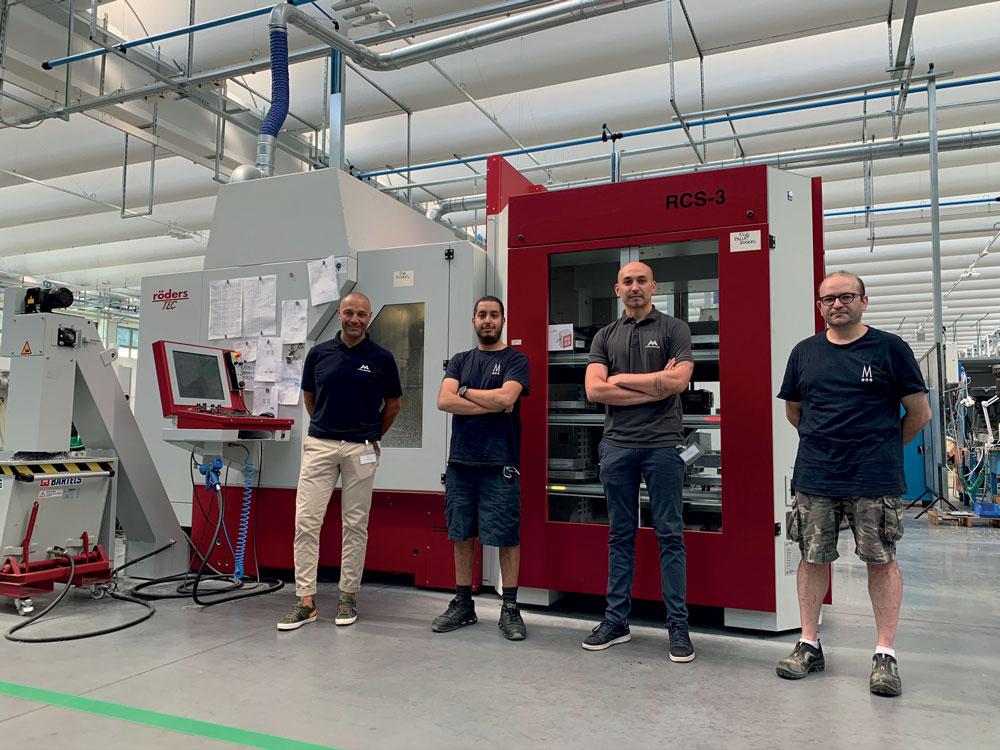 Da sinistra: Fabio Grassilli (Area Responsible Center Italy MOLDINO), Yassine Simou (Responsabile Officina Tacchificio Monti), Luca Iotti (Process Optimizer MOLDINO), Carlo Pianelli (Responsabile CAM Tacchificio Monti).